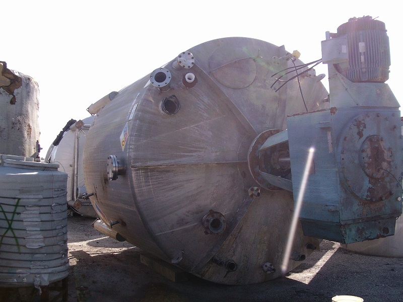 Used Stainless Fabrication Inc. approx. 14,700 gallon SS vertical mix tank