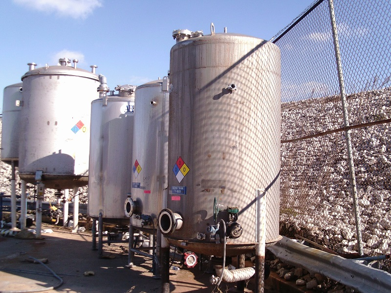 Used approximately 1,150 gallon vertical 316 stainless steel tank