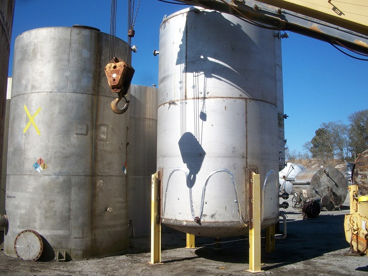 Used approximately 7600 gallon vertical 304 stainless steel tank(SOLD)