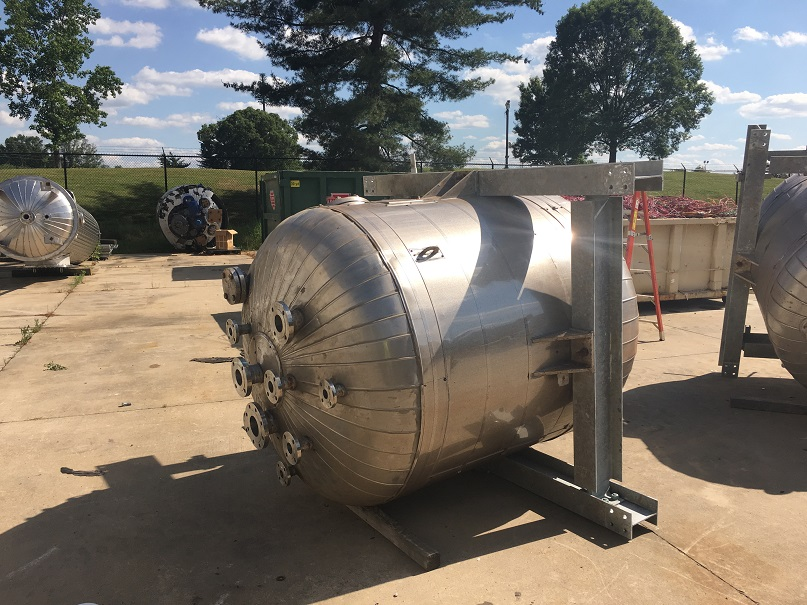 Unused Bendel approximately 650 gallon 304 S/S vertical pressure tank