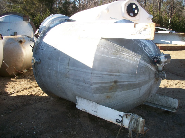 Used approximately 800 gallon stainless steel vertical mix tank.