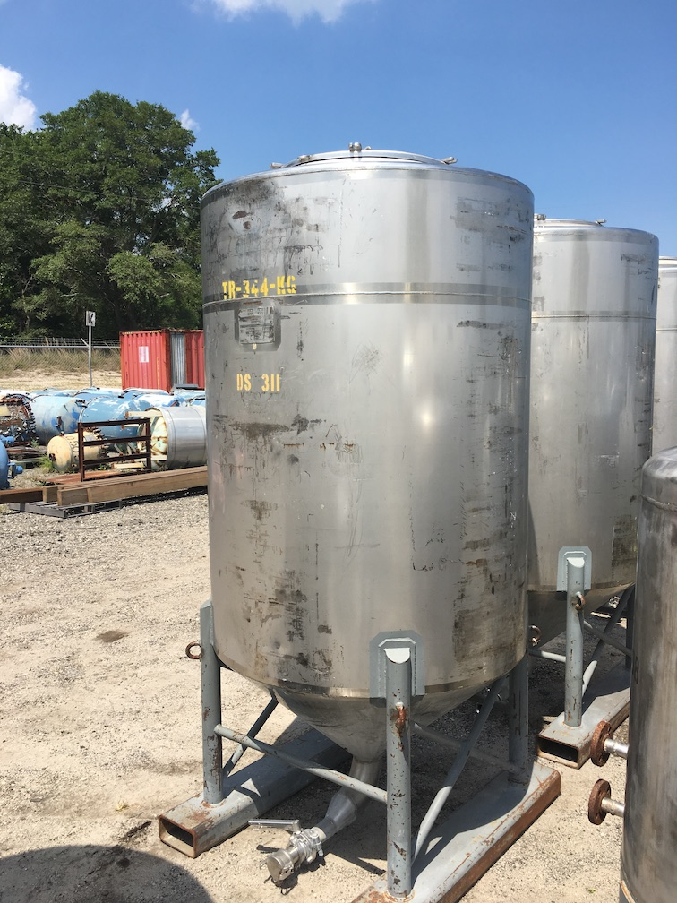 Used Walker 500 gallon 304 stainless steel vertical tank