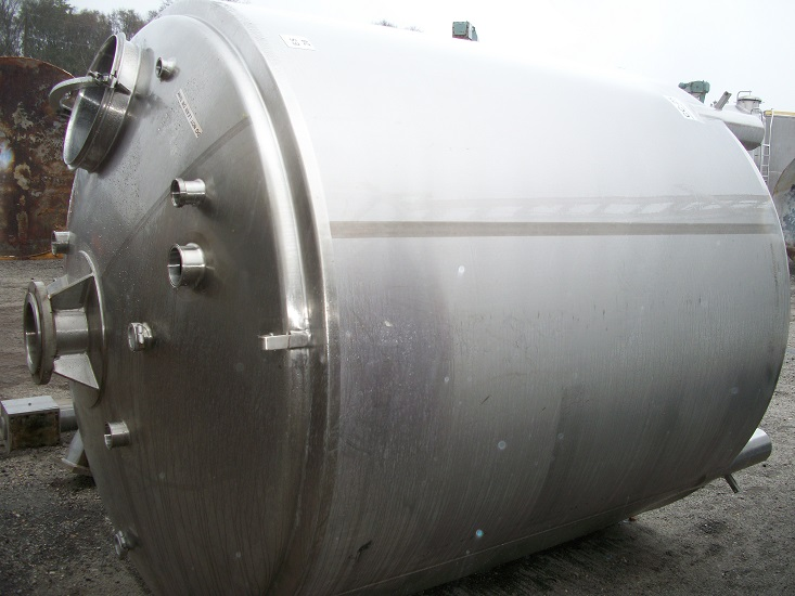 Used approximately 2000 gallon sanitary 316 stainless steel tank(SOLD)