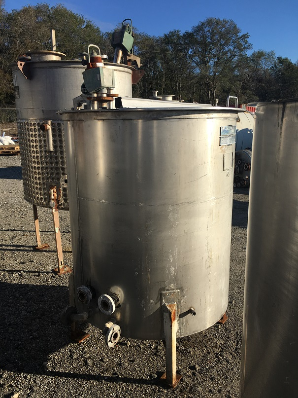Used approximately 375 gallon vertical stainless steel mix tank(SOLD)