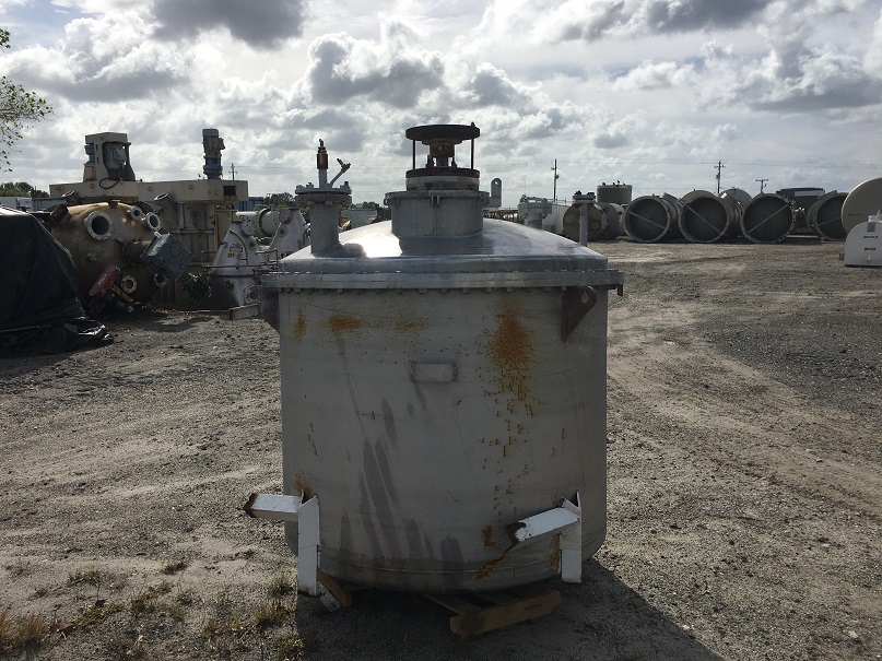 Used Piersol Pine MFG approximately 560 gallon vertical 304 SS mix tank