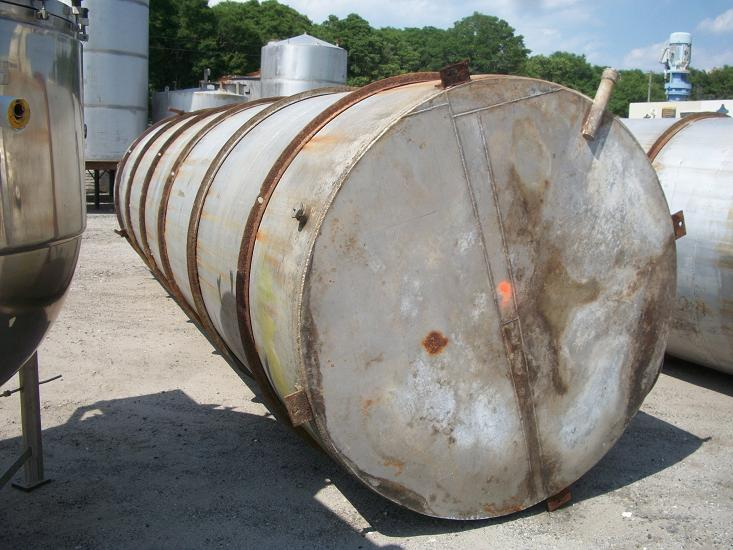 Used approximately 5500 gallon 304 stainless steel vertical storage tank