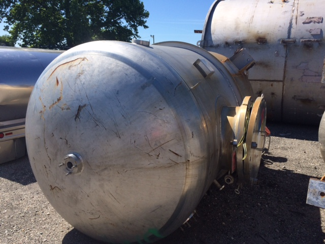 Used Bendel approximately 2,000 gallon 304 S/S vertical mix tank(SOLD)