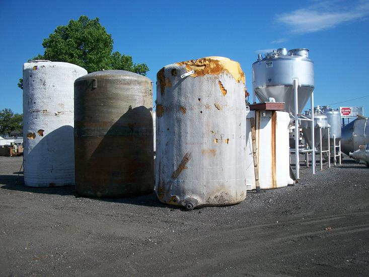 Used approximately 3000 gallon vertical foam covered poly tank