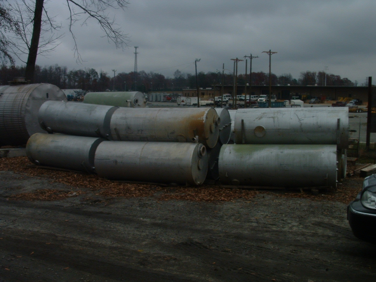 Used approximately 400 gallon horizontal or vertical T-304 stainless steel