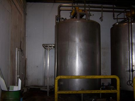 Used approximately 3000 gallon stainless steel vertical storage tank