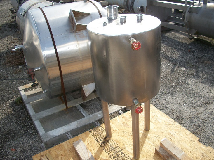 Used approximately 20 gallon vertical 304 stainless steel tank