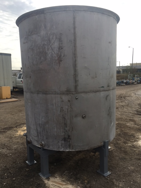 Used approximately 1450 gallon vertical stainless steel tank(SOLD)