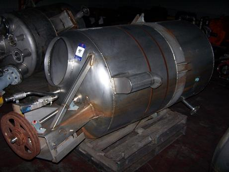 Used approximately 300 gallon vertical 304 stainless steel mix tank