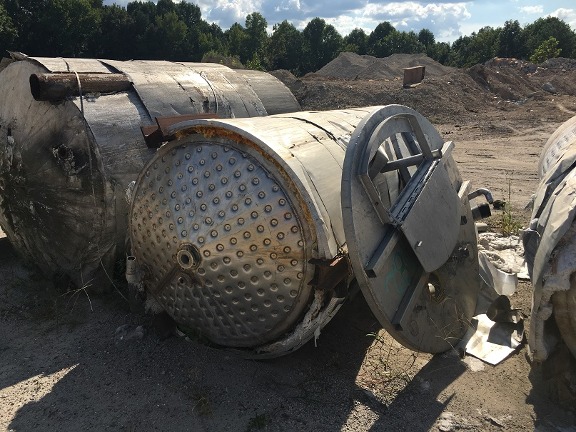 Used approximately 1000 gallon SS Tank