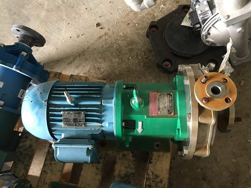 Used Magnatex Model MPL52LF-V25N-180TC 316 stainless steel centrifugal pump
