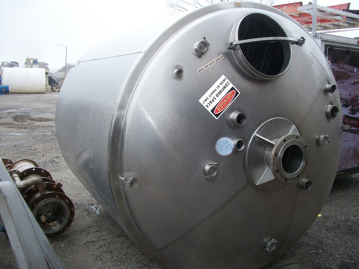 Used approximately 2000 gallon sanitary 316 stainless steel insulated tank