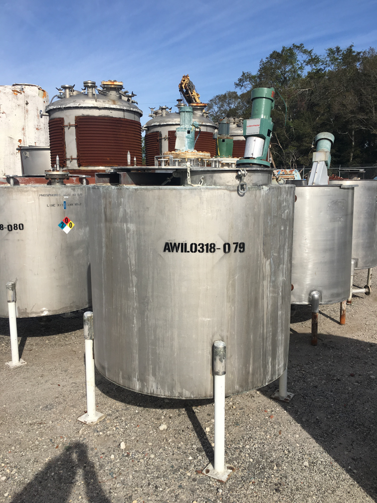Used approximately 500 gallon vertical stainless steel mix tank