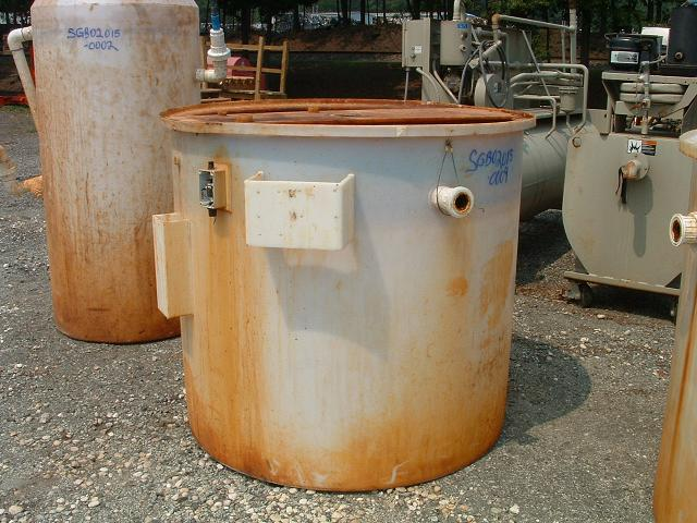 Used approximately 400 gallon vertical Polypropylene tank