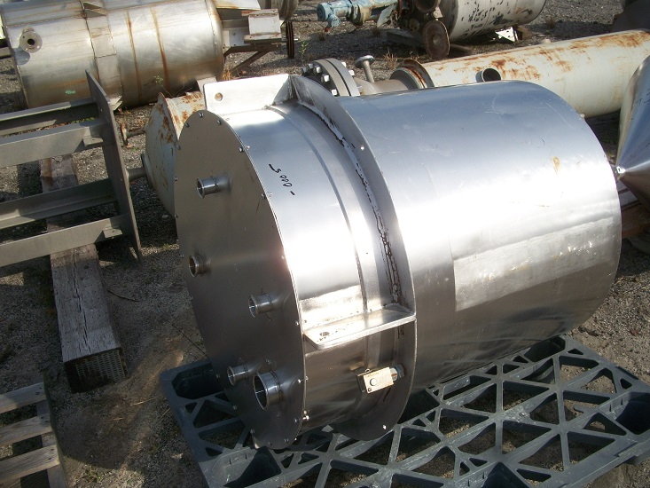 Used approximately 135 gallon vertical 304 stainless steel tank