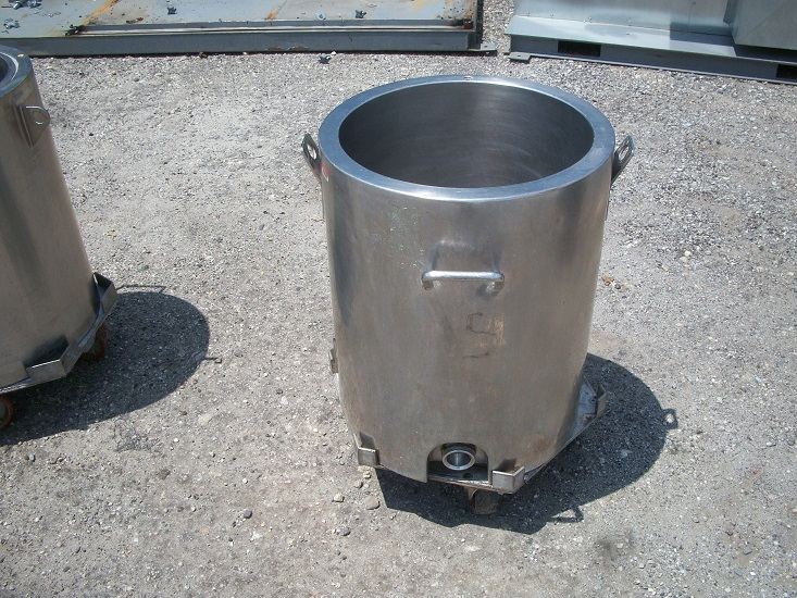 Used approximately 24 gallon 304 stainless steel jacketed tank.