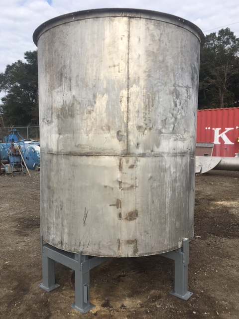 Used approximately 1450 gallon vertical stainless steel tank