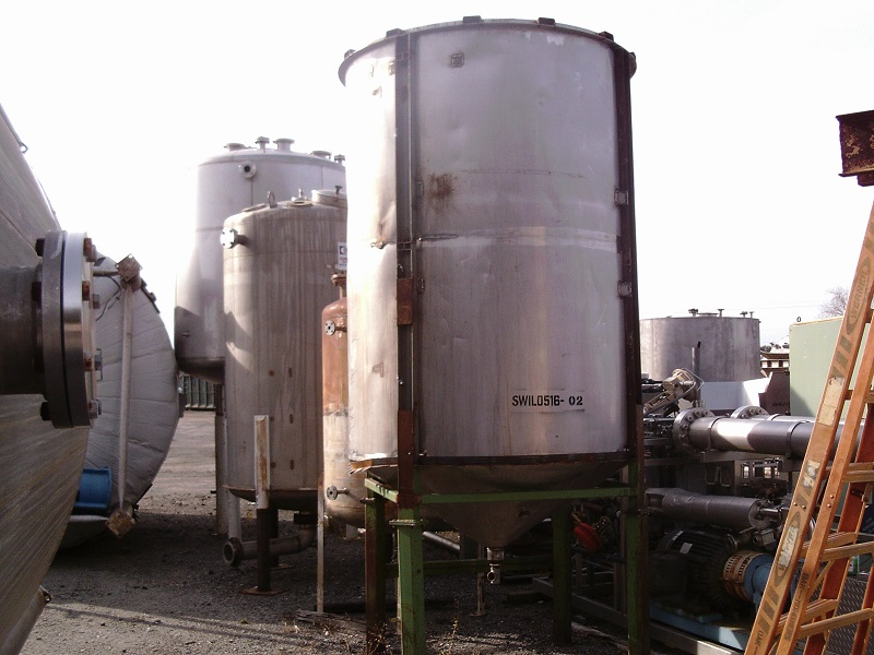 Used approximately 2000 gallon vertical stainless steel tank