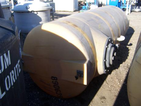Used approximately 1000 gallon horizontal poly tank.