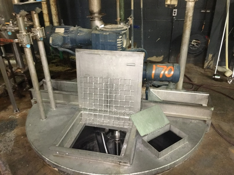 Used approximately 1100 gallon stainless steel mix tank