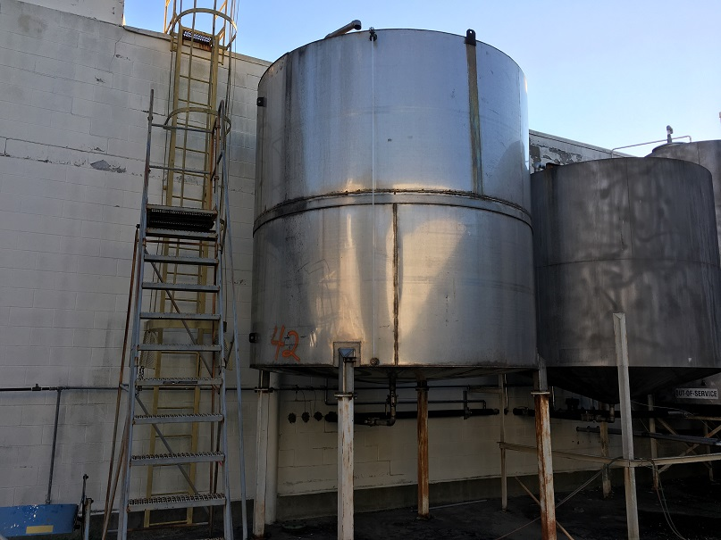 Used approximately 5800 gallon SS Tank